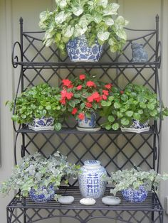 The French Tangerine | blue and white chinoiserie on baker's rack