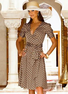 Vestido Transpassado de Poá Marrom - Posthaus
