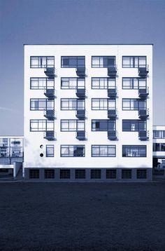 Bauhaus Gebäude, Dessau (Walter Gropius, 1925–26) / © Gordon Watkinson