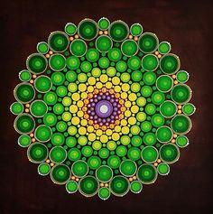 Large painting mandala dot-art by Tessa Smits