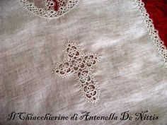 Il Chiacchierino di Antonella De Nittis: Camicino da battesimo Needle Tatting, Tatting Lace, Catholic Altar, Blessing Dress, Altar Cloth, Thread Art, Bobbin Lace, Diy And Crafts, Embroidery