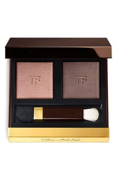 Absolutely loving this Tom Ford eyeshadow duo that features two stunning colors that can be worn dry for a sleek metallic look or wet for a more colorful finish.