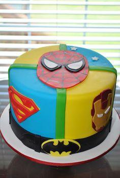 SUPER-HÉROS. DC Comics vs. Marvel ... Un gâteau très coloré avec tout les héros de vos enfants.