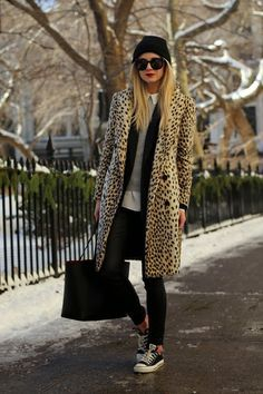 Street Style: Die besten Streetstyles von den Fashion Weeks - Another! Night Outfits, Fall Outfits, Outfit Winter, Fashion Weeks, Animal Print Outfits, Leo, Cooler Look, Business Casual Outfits, Cardigan Fashion