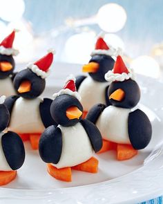 Oh my cuteness. made from fruits veggies and cheese! (Apparently olives are considered a fruit - I had to look that one up to make sure!) Image credit: Elena Shashkina by hwtm Best Christmas Appetizers, Christmas Potluck, Christmas Apps, Christmas Ideas, Nouvel An Original, Cute Food, Good Food, Food Plating, Plating Ideas
