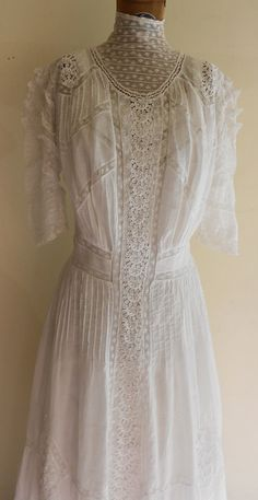 1905 38 bust batiste cotton and inserted lace lingerie dress. Edwardian Clothing, Edwardian Dress, Edwardian Fashion, Vintage Fashion, Edwardian Style, Vintage Beauty, Vintage Gowns, Vintage Style Dresses, Vintage Outfits