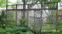 This style of screen doesn't offer much privacy but it's a good way to give a garden some definition and keep the focal points within the garden. Like the mixed design element!
