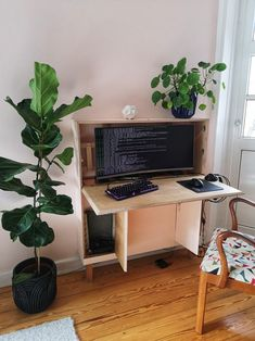Computer Desk Living Room, Computer Workstation Desk, Pc Desk, Living Roon, Small Living Rooms, Living Room Decor, Small Appartment, Built In Desk, Home Office Decor