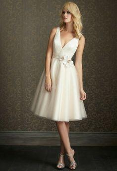 http://wedding-concept-ideas.blogspot.com/2013/11/simple-and-short-wedding-dress.html