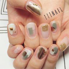 夏のカーキをポイントで●⚫️▪️◼️◽️ #nail#art#nailart#ネイル#ネイルアート#クリアネイル#ivory#gold#khaki#metallic#cool#mode#ショートネイル#nailsalon#ネイルサロン#表参道