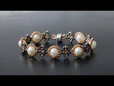 Quick & easy to make beaded bracelet with seed beads and pearls. Beading tutorial Quick & easy to make beaded bracelet with seed beads and pearls. Beading Takını Yap Quick easy to make. Beaded Bracelets Tutorial, Beaded Bracelet Patterns, Handmade Bracelets, Beaded Earrings, Beading Patterns, Seed Bead Bracelets Tutorials, Easy Beading Tutorials, Beaded Necklaces, Loom Beading