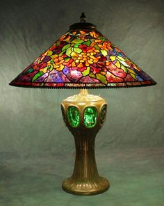 The large Tiffany shade designs are masterpieces of century decorative arts design. Always impressive, these larger lamp designs are very adaptable for use as table lamps, chandeliers and floor lamps. Tiffany Stained Glass, Stained Glass Lamps, Leaded Glass, Mosaic Glass, Glass Art, Antique Lamps, Vintage Lamps, Retro Lampe, Lampe Art Deco