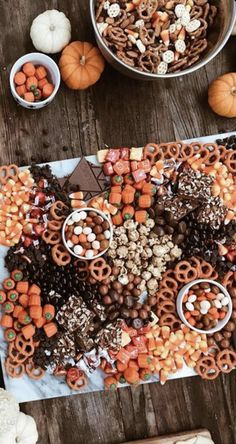 graduation celebration videos Plan Your Party in Seconds with Your All-In-One Free Party Planner Fete Halloween, Halloween Dinner, Halloween Goodies, Halloween Desserts, Halloween Food For Party, Halloween Treats, Spooky Halloween, Halloween 2020, Halloween Finger Foods