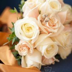 cream-roses-wedding-bouquet
