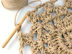 Have you noticed that natural jute decor is bang on trend right now? In this tutorial, you'll learn how to crochet the rounds and create a stunning contrast between the natural jute and metallic. Jute Crafts, Diy Home Crafts, Crochet Doily Patterns, Crochet Doilies, Wall Hanging Crafts, Weaving Art, Learn To Crochet, Knitting Yarn, Weave