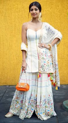 Shilpa Shetty in Sukriti Aakriti Outfit and Fizzy Goblet Juttis for Sonam Kapoor's Mehendi Ceremony Elegant Indian salwar kamees CLICK VISIT link for Sharara Designs, Kurti Designs Party Wear, Indian Bridal Wear, Indian Wear, Pakistani Dresses, Indian Dresses, Indian Clothes, Churidar, Anarkali