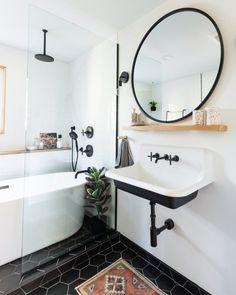 White Bathroom, Bathroom Interior, Modern Bathroom, Master Bathroom, Bathroom Ideas, Bathroom Designs, Colorful Bathroom, Classic Bathroom, Bathroom Trends