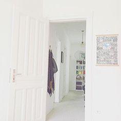Kleiner Reminder️ Das rechts im Bild ist noch bis Sonntag zu ergattern  Alles weitere dazu unter dem Bild vom Montag ️  #art #dearhamburg #decor #decoration #flur #geheimtipphamburg #Hamburg #hamburgmanifest #hh #hhahoi #home #homedecor #homeinspo #instahome #interieur #interior #interior4all #interiordesign #interiors #living #myview #poster #unsermichelhat453treppenstufen #verlosung #wandnotiz #white
