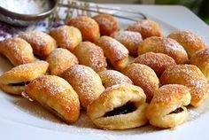 Grinsendes Kleingebäck A delicious, fluffy and above all very fine dough. He can be rolled out very well. The filling you can choose as you wish. Cream Cheese Pastry, Cream Cheese Recipes, Czech Recipes, Russian Recipes, Pastry Recipes, Dessert Recipes, Czech Desserts, Christmas Bread, Crack Crackers