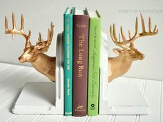 Trash to Treasure~ Chic Elk Bookends - Craft-O-Maniac : DIY painted Elk Bookends Do It Yourself Inspiration, Do It Yourself Furniture, Plastic Animals, Trash To Treasure, Animal Crafts, Diy Home Improvement, Diy Painting, Diy Room Decor, Home Decor