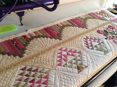 Don't know if the basket blocks are part of the border or the quilt center, but this looks great! Fabulous quilting! Don't know who made the quilt, but the border looks like it might have been inspired by my Snake River Log Cabin border (Judy Martin's Log Cabin Quilt Book, 2006). I have been seeing the border on lots of quilts lately, and I never saw it before my book.
