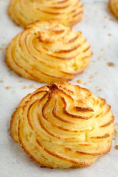 Rich and creamy inside with buttery, crispy exteriors, these Parmesan Duchess Potatoes are an easy way to elevate mashed potatoes for an impressive side. menu Duchess Potatoes Recipe with Parmesan Potato Sides, Potato Side Dishes, Duchess Potatoes, Potato Puffs, Fingerfood Party, Food Mills, Side Dish Recipes, Potato Recipes, Food Dishes