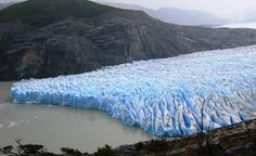 Occupying an area of 270 square kilometers (100 square miles), the Grey Glacier flows southward into the lake of the same name. Stretching over a length of 28 kilometers (17 miles), it looks like an impenetrable ice barrier.