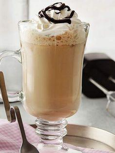 whats good to eat: Frappé Tarifi - İçecekler Yemekleri - Yemek Tarifl. Tea Recipes, Coffee Recipes, Dishes Recipes, Cafe Pasta, Frappe Recipe, Thai Dessert, Baileys Irish Cream, Liqueur, Vegetable Drinks