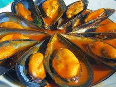 Mejillones en salsa Ana Sevilla con Thermomix Squid Recipes, Tilapia Recipes, Tapas, Crawfish Recipes, Spicy Dishes, Spanish Cuisine, Appetizer Salads, Kitchen Dishes, Slow Food