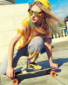skateboard with the junts on- skater swag Sport Style, Skate Style, Skater Look, Skater Girl Style, Girl Fashion Style, Sport Fashion, Moda Skate, Skater Girl Outfits, Skate Girl
