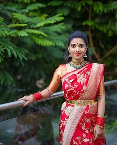 Looking for bridal blouse designs? Here are 16 amazing blouse models that are sure to steal your heart. Blouse Back Neck Designs, Bridal Blouse Designs, Saree Blouse Designs, Blouse Patterns, Traditional Silk Saree, Traditional Dresses, South Indian Bride, Indian Bridal, Kerala Bride