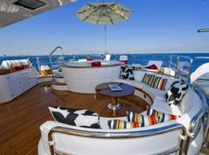 Relaxing deck! Yacht living
