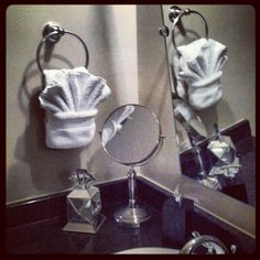 1000 images about decorating bath towels on pinterest for How to fold decorative bathroom towels
