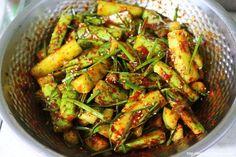 남편에게 칭찬 받은 오이 김치 맛있게 만드는 방법 Korean Traditional Food, Easy Cooking, Cooking Recipes, Food Festival, Korean Food, Kimchi, Kung Pao Chicken, Green Beans, Food And Drink
