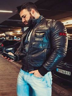 Leather Men, Leather Jacket, Sexy Men, Jeans, Hot Guys, Beautiful People, Fashion Accessories, Mens Fashion, Denim