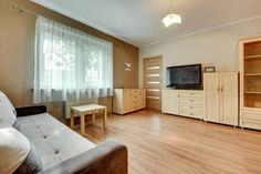 Gdynia Comfort Apartments Gdynia Set 900 metres from ?wi?toja?ska Street in Gdynia, this apartment features free WiFi. The unit is 1.2 km from Navy Museum.  There is a seating area and a kitchen. Towels and bed linen are provided in this apartment.  Marina Gdynia is 1.