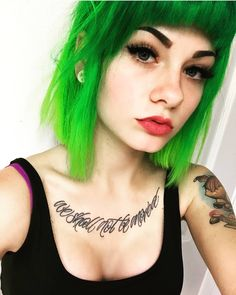 Check it in Bio 💚💚💚 . My Beauty, Hair Beauty, Short Medium Length Hair, Shannon Taylor, School Looks, Great Hairstyles, Emo Girls, Crazy Hair, Green Hair