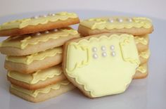 Dainty Yellow Diaper Cookies for a Baby Shower Onesie Cookies, Baby Cookies, Baby Shower Cookies, Sugar Cookies, Cookie Crush, Cookie Tutorials, Cupcakes, Healthy Cookies, Shower Cakes