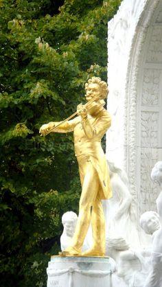 Statue de J. Strauss. Stadtpark à Vienne