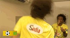 "Estes 16 gifs de David Luiz dan�ando enlouquecidamente no ""Esquenta"" ir�o salvar seu dia // FOFO"