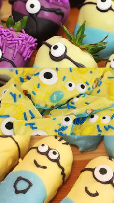 These Minion twinkies Minion chocolate bark and Minion chocolate strawberries are far from despicable! Cupcakes Dos Minions, Minion Twinkies, Cake Minion, Despicable Minions, Evil Minions, Minion Jokes, Lego Cake, Minecraft Cake, Minions Quotes