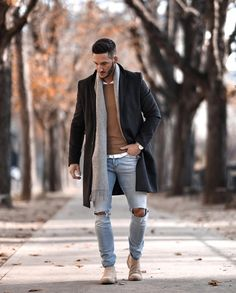 Looks de inverno para homens - Second-hand Tutorial and Ideas Mens Winter Boots, Winter Outfits Men, Men Looks, Black Coat Outfit, Street Fashion, Mens Fashion, Parisian Fashion, Bohemian Fashion, Fashion Fashion