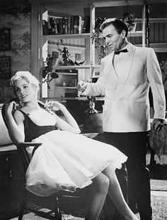 Sue Lyon as Dolores 'Lolita' Haze and James Mason as Humbert Humbert in a scene from 'Lolita' directed by Stanley Kubrick 1962 Classic Hollywood, Old Hollywood, Lolita Movie, Lolita 1997, James Mason, Sue Lyon, Dolores Haze, Vladimir Nabokov, Chef D Oeuvre