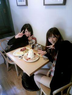 乃木坂46 (nogizaka46) the natural beauty fashion leader nishino nanase with nagashima seira having lunch together =)