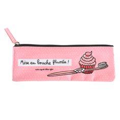 Cette trousse à brosse à dent rose est design et élégante pour emporter partout votre brosse à dent! http://www.deco-et-saveurs.com/4518-trousse-a-brosse-a-dents-fluoree-rose-derriere-la-porte-3662034026004.html