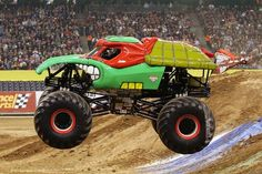 ninja turtle Monster Truck | ... Digger vs. Teenage Mutant Ninja Turtle monster truck war - Motorsports