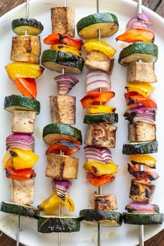 tofu kebabs- this vegan grilling recipe is so simple to throw together and something that everyone will love! A great vegan potluck recipe! Healthy Food Blogs, Vegetarian Recipes Easy, Good Healthy Recipes, Vegetarian Food, Vegan Potluck, Potluck Recipes, Summer Recipes, Tofu Scramble, Vegan Grilling