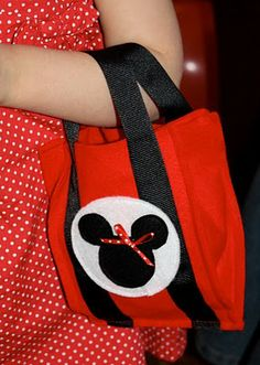 DIY Mickey Minnie Mouse felt favor bags...love these because usable instead of throw away