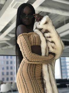 black women curves lines Beautiful Dark Skinned Women, Beautiful Black Girl, Black Girls Rock, Black Girl Magic, Hair Afro, Black Girl Aesthetic, Brown Skin Girls, Dark Skin Beauty, Black Beauty