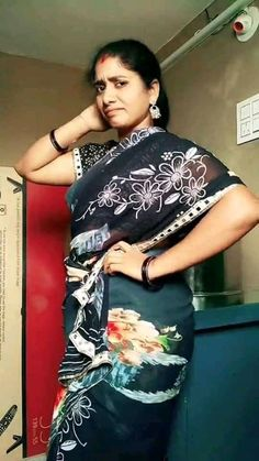 Saree Poses, Real Beauty, Indian Wear, Desi, Actresses, Mom, How To Wear, Beautiful, Fashion